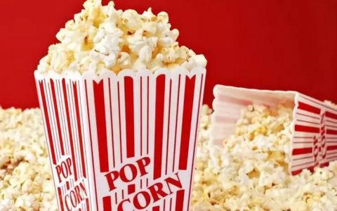 为什么电影院爆米花卖那么贵,而且还有人买?_套路编辑部